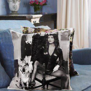 Camilla i soffan